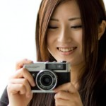カメラ持った女性